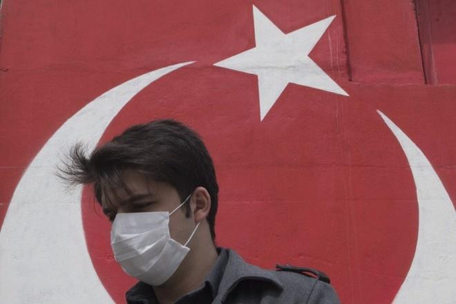 В Турции вводят четырёхдневный комендантский час из-за COVID-19