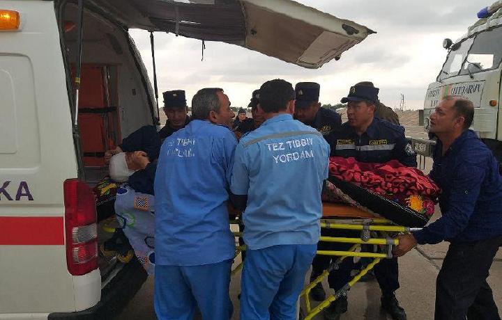 Спасатели Кашкадарьинской области эвакуировали пострадавщего мужчину на вертолете