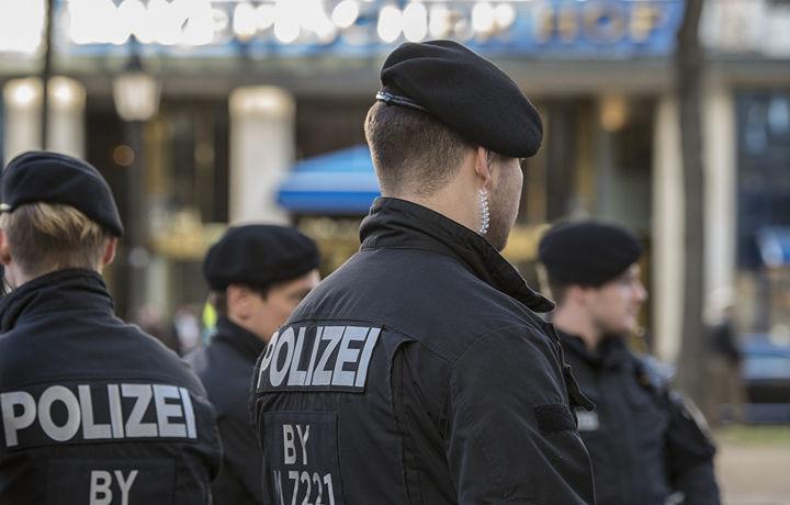 Немецких полицейских отстранили за нацистские жесты