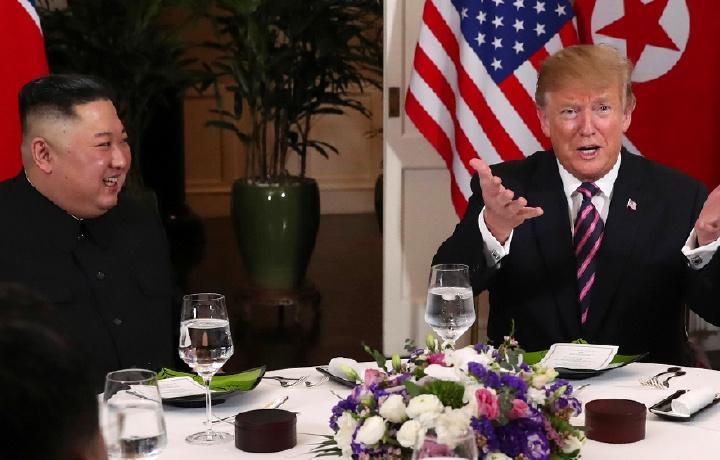 Трамп Ким Чен Инни «ажойиб раҳбар» дея мақтади ва у давлати билан муваффақиятларга эришишини айтди