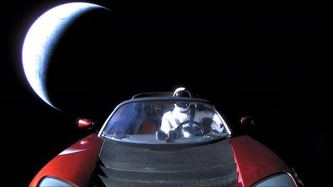 Элон Маскнинг автомобили Марс томон ҳаракатланмоқда