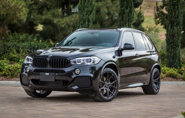 Фарғонада BMW X5 автомобили аукционга қўйилди