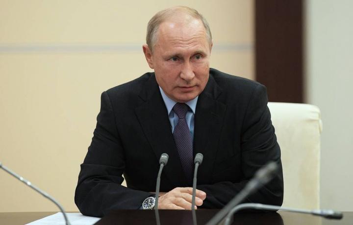 Путин ўзининг ва Медведевнинг ойлигини оширди