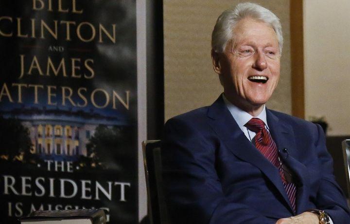 Билл Клинтон написал триллер про президента, спасающего США