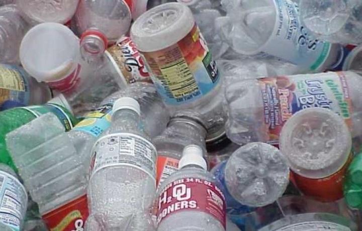 Zararli plastik yoki suvni qaysi idishdan ichmoqdasiz?