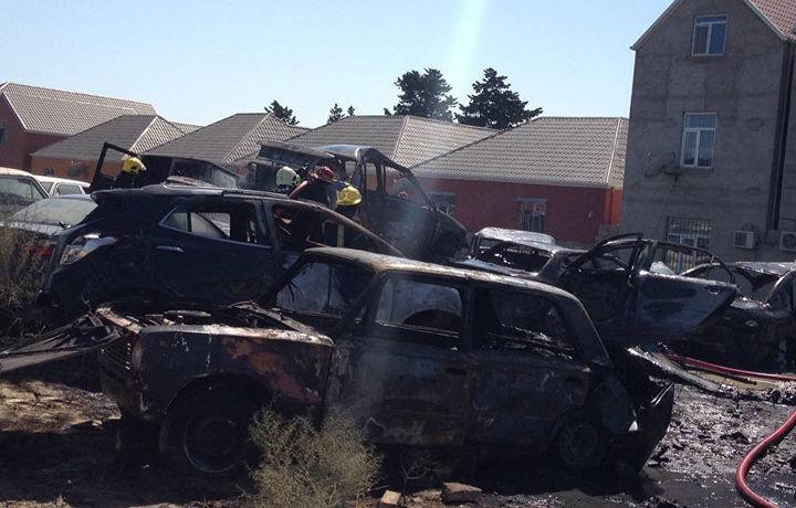 Десятки автомобилей сгорели на штрафстоянке в Баку (фото)