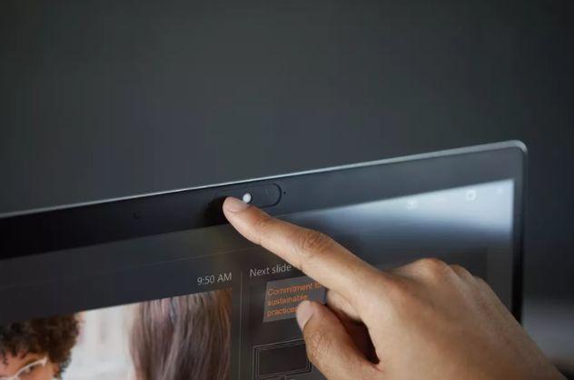 Параноиклар орзуси. HP веб-камерани ёпиб қўйиш мумкин бўлган «парда»ли ноутбукларни тақдим этди