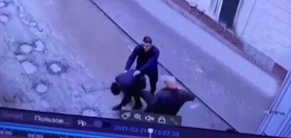 Предприниматель из Ферганы избил 14-летнего школьника за общение с его дочерью (видео)