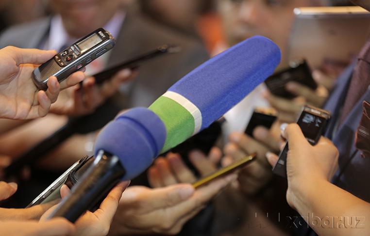 «Оёқдаги кишан»: Журналистлар ҳукуматдан ечим кутмоқда