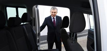 Shavkat Mirziyoyev yangi avtomobil modellarini ko'zdan kechirdi (foto)