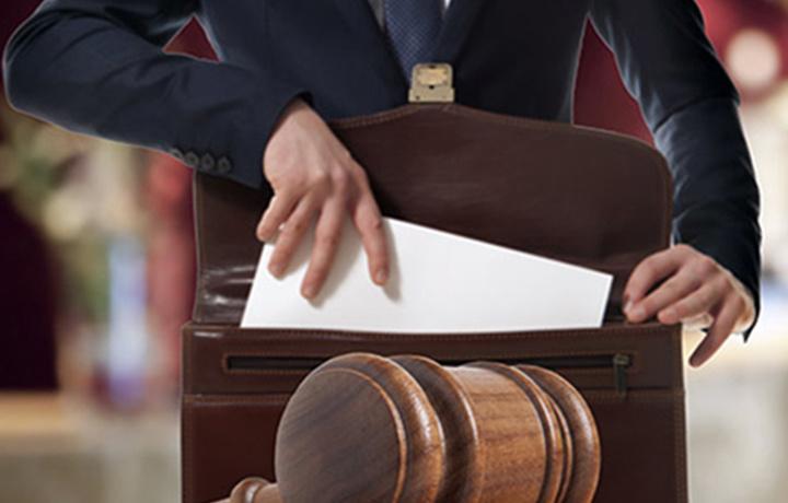 Sirdaryoda advokat «tuzoqqa tushdi»