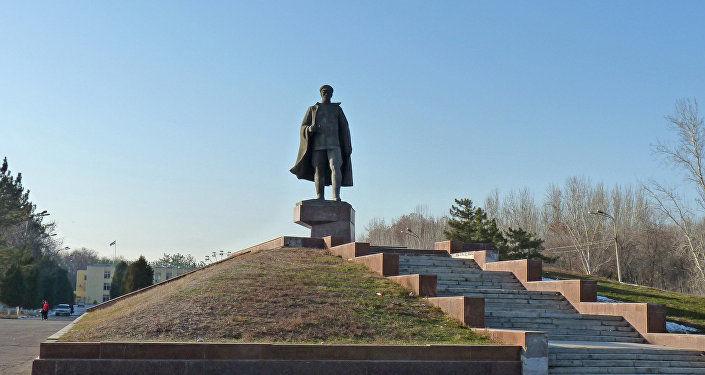 Генерал Собир Раҳимов ҳайкали аввалги жойига қайтарилади