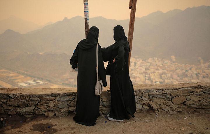 Хорижлик аёллар учун Саудия Арабистонига ёлғиз бориш тақиқланадими?