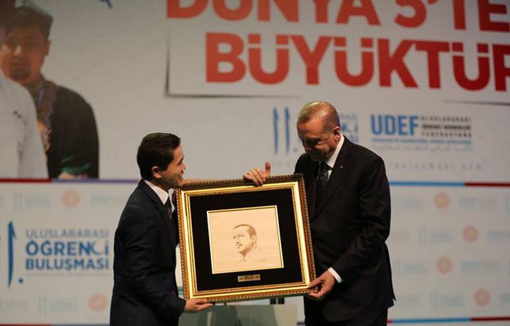 Ўзбекистонлик йигит Туркия Президентига совға берди (фото)