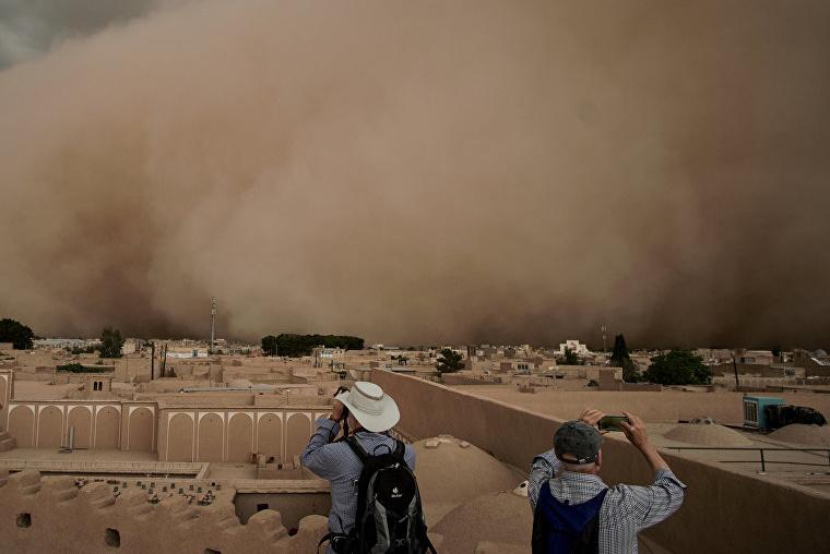 В Узгидромете объяснили причины появления частых пыльных бурь в Узбекистане