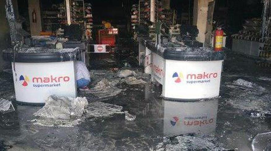Navoiydagi «Makro» supermarketida yong'in chiqdi