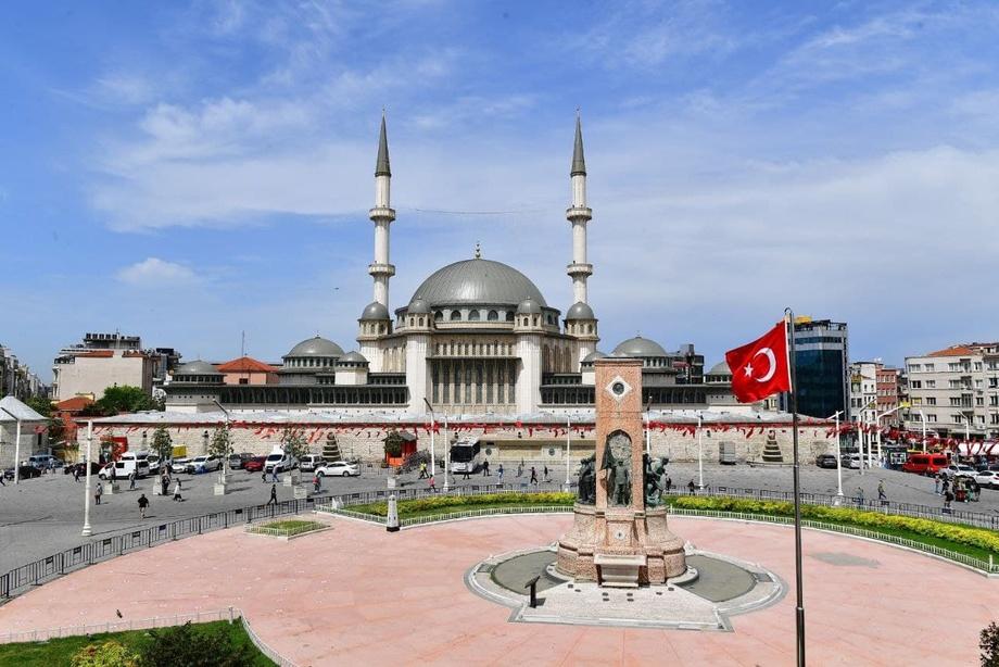 «У Истанбулнинг рамзларидан бири бўлади!» – Президент Эрдўғон иштирокида янги жомеъ масжид очилди