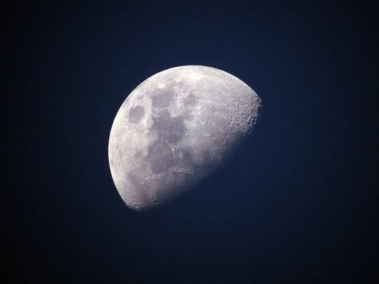 NASA хочет высадить первую женщину на Луну до конца десятилетия