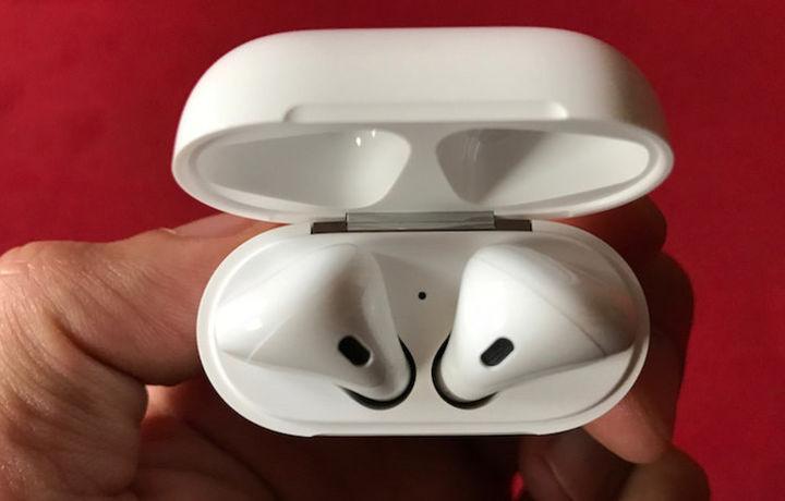 Apple выпускает новую версию наушников AirPods