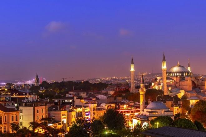 Туркия ҳукумати комендантлик соатини жорий этди