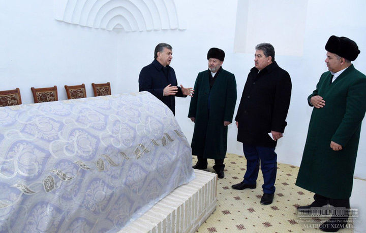 Шавкат Мирзиёев Абу Муин Насафий мақбарасини зиёрат қилди