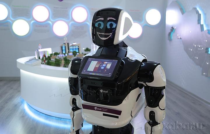 Тошкентдаги музейда 7 тилда гапирадиган робот-гид хизмат кўрсатмоқда (фото)