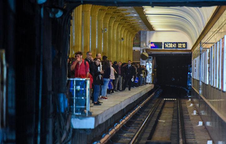 В бакинском метро скончался пятидесятилетний мужчина