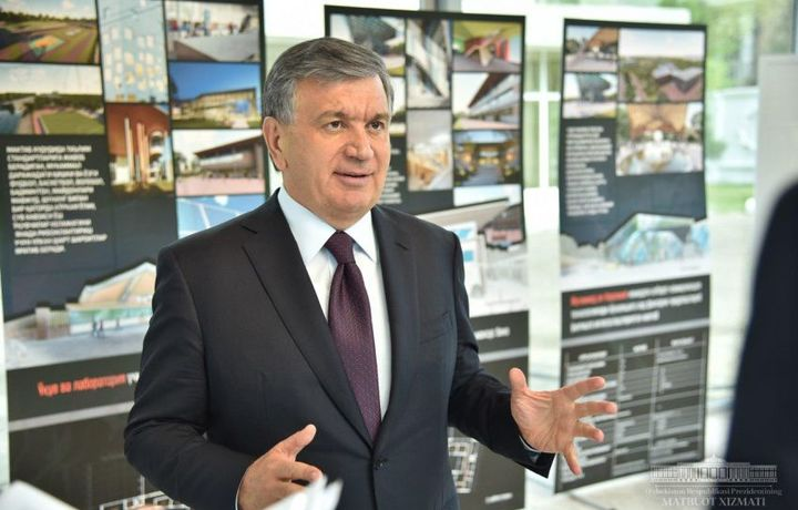 Шавкат Мирзиёев АКТ-мактаб биноси қурилиши билан танишди