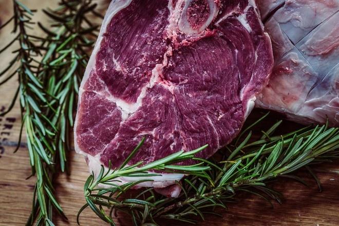 Диетолог объяснила, почему вредно отказываться от мяса