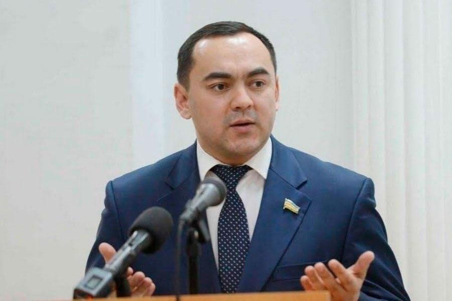 Абдуқодир Тошқулов: «Нега қизларимиз гул кўтариб чиқиши керак?»