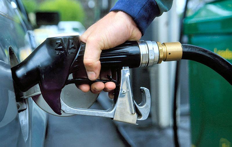 Бензиннинг нархи: арзонми-қиммат? Бизда ва чет элда* (инфографика)