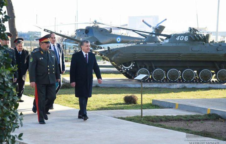 Шавкат Мирзиёев «Ватанпарварлар» боғига борди (фото)