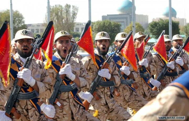 Теракт произошел на военном параде в Иране (фото+видео)