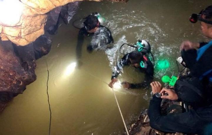 В таиландской пещере с потерявшимися детьми погиб дайвер