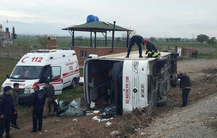 Turkiyada bolalarni olib ketayotgan avtobus ag'darilib ketdi