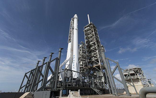 SpaceX снова отложила запуск Falcon 9 с 60 спутниками