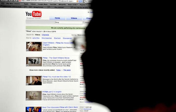 «YouTube» болалар онгига салбий таъсир кўрсатувчи видеоларни назорат қила олмаяпти