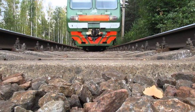 В Кибрае грузовой поезд сбил 37-летнего мужчину