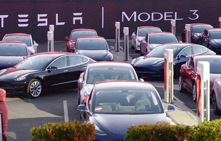 Tesla попала в логистический ад (фото)
