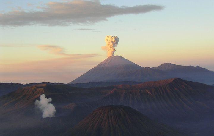 Индонезияда хавфли вулқон уйғонди