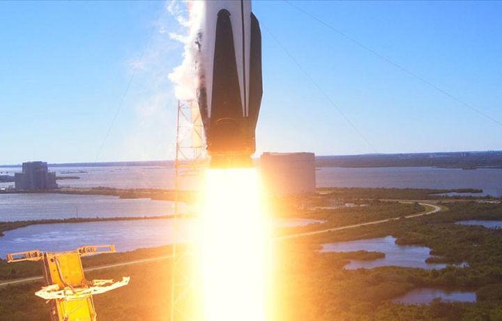 «Дракон» Илона Маска прибыл на МКС (фото)