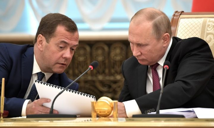 Сколько заработали Путин и Медведев в 2018 году?