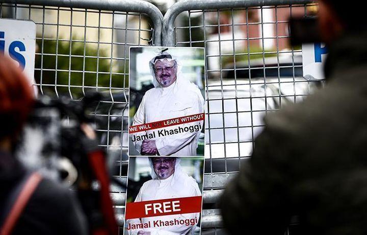 Журналисты ждут новостей у саудовского генконсульства в Турции