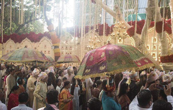 В Индии грузовик наехал на свадебную процессию