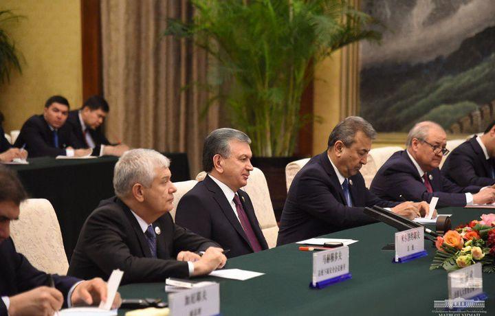 Шавкат Мирзиёев провел встречу с главой парламента Китая