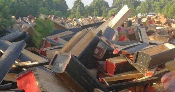В Китае запрещают похороны и массово уничтожают гробы