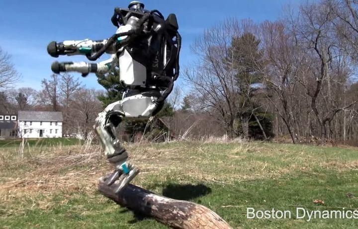 Видео: Роботлар мустақил сайр қилиб юрибди