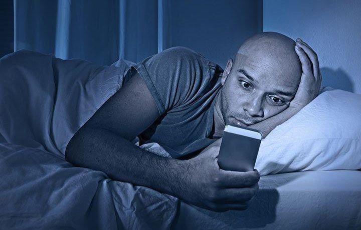 Smartfonning ko'zga zararini kamaytirishni bilasizmi?