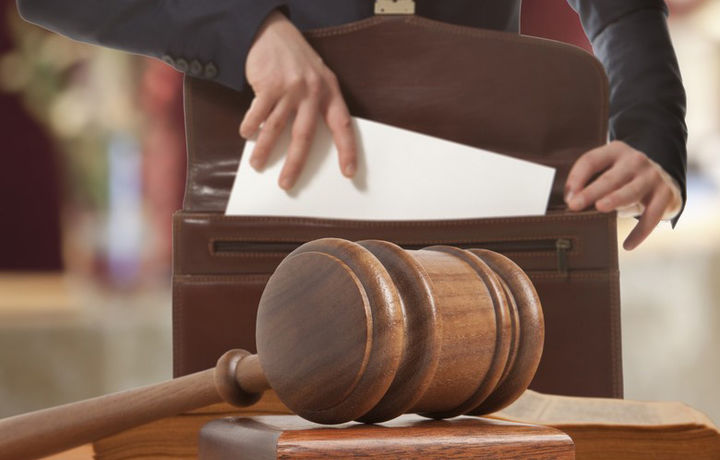 Адвокатлар бонг уради: айбловнинг оғриқли нуқтаси