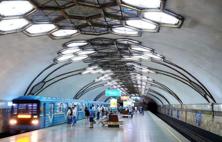 Metroda platforma chetiga temir to'siq o'rnatish taklif qilindi